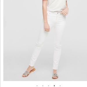 Women's Small ~28 fashionABLE white skinny jeans.